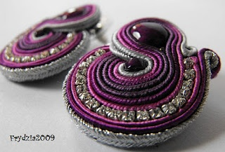 Tutorial for making Soutache earrings. Instructions are in Polish but the photos are easy enough to follow.