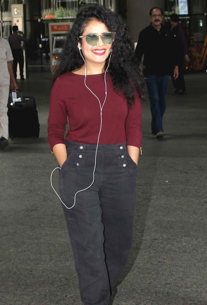 Neha Kakkar at the Mumbai airport. #Bollywood #Fashion #Style #Beauty #Hot #Sexy