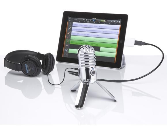 Samson — Meteor Mic. Love this for my youtube voice overs, sound is so clear and its portable !
