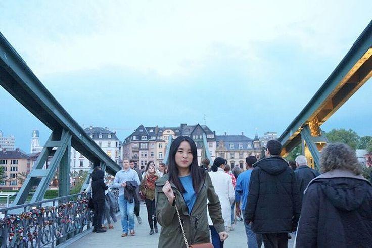 두둠칫 . . . #frankfurt#germany#travel#여행#독일 http://tipsrazzi.com/ipost/1509004614875488305/?code=BTxD7PCFCAx