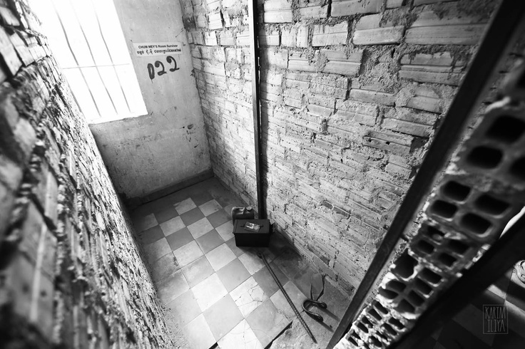 A single cell for holding a prisoner at Tuol Sleng Genocide Museum.