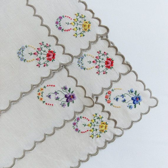 Vintage embroidered napkins #etsy #PeonyandThistle