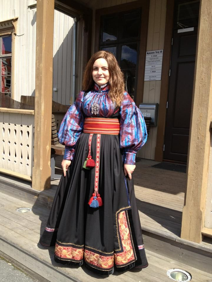 Beltestakk from East Telemark with a silk blouse. Made by Bunadstua