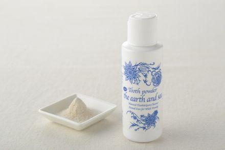 大地と海の歯磨き粉 80g|ケイシーは、「重曹と塩にまさる歯磨き粉はない」とリーディングで述べ、イプサブ歯磨き粉というパウダー状の歯磨きのレシピが長年ケイシー療法実践者に愛用されてきました。還元力の高いキパワーソルトを使用。更にネイティブアメリカンが歯磨き用に愛用してきたプリックリーアッシュバーグ(天然ハーブ)とペパーミントオイルを加え、口中の清涼感と使用感を高めています。 適量を歯ブラシや指にとり、歯と歯茎をマッサージして下さい
