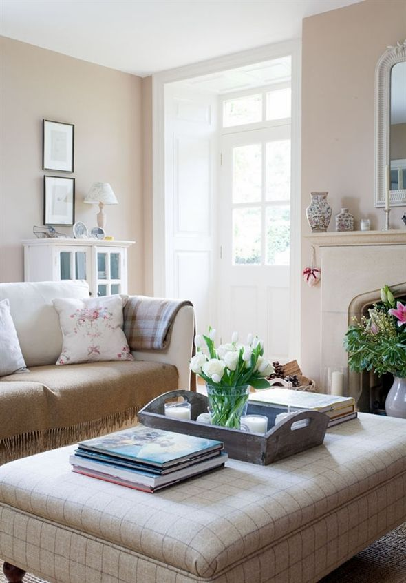 Lee Caroline - A World of Inspiration: Cottage Fresh Interiors & Peony and Sage. Eyeing plaid on ottoman
