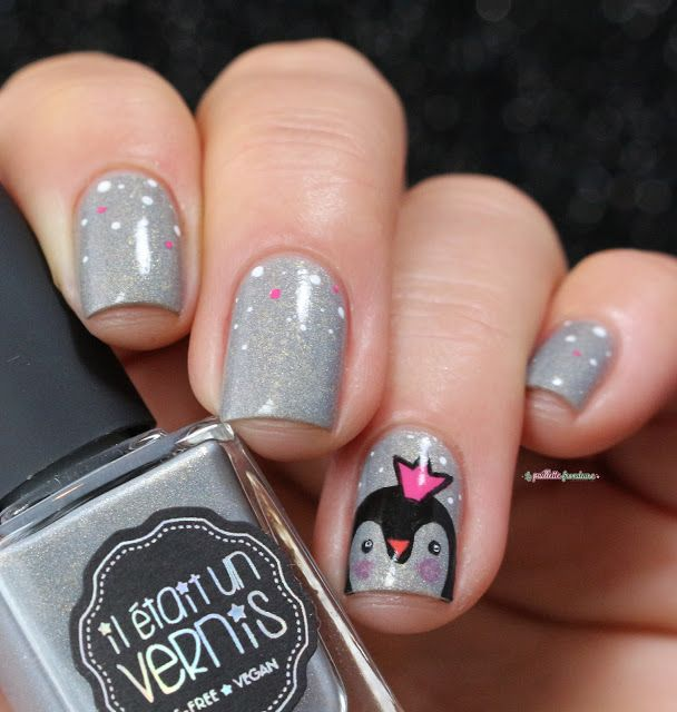 Il était un vernis Chardonnay // kawaii penguin princess over gray holo nail…