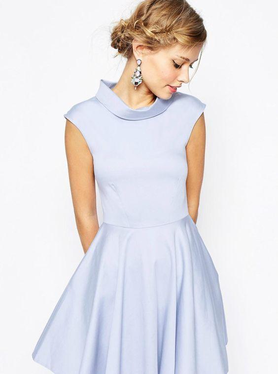 清楚でエレガントな淡いブルーのドレスで可憐な妖精のよう♡秋冬ファッションのお呼ばれドレス参考♪