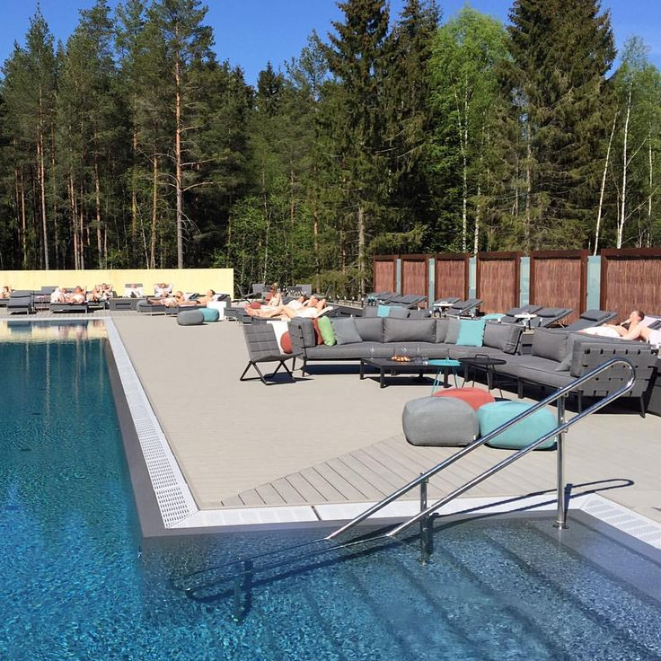 The sun is shining on The Well Spa in Kolbotn, Oslo and Cane-line's outdoor furniture ☀️@thewellspa #thewellspa #thewell #spa #wellness #caneline #outdoorlife #outdoorfurniture #lounge #outdoors #danish #design #oslo #norway