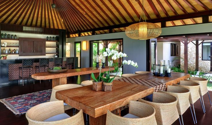 Villa Pawana's dining room and bar can be enjoyed open to feel the breeze or closed with air conditioning for a comfortable dinner amongst friends and family. #semarauluwatu #bali