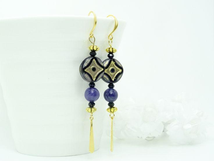 Boucles d'oreilles pierres fines de Jade violet indigo, cristal Swarovski noir, palet en verre de Bohème violet, noir,feuille : Boucles d'oreille par madely