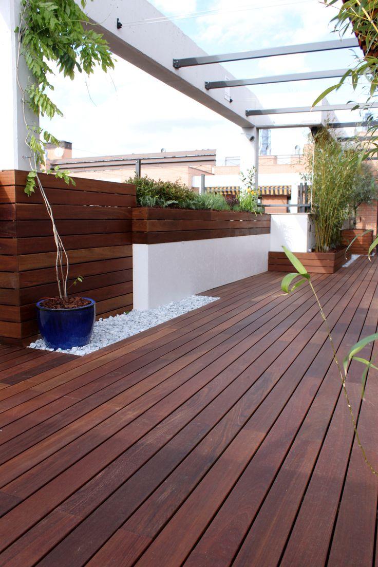 nuestro más reciente jardín es un precioso proyecto realizado con madera de ipe en un ático #paisajistas #jardines