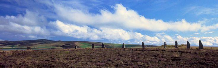 Der Ring of Brodgar auf Orkney - mehr Info zu den schottischen Inseln im Norden im Beitrag