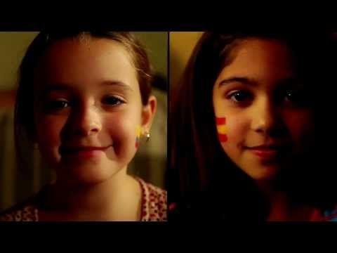 """VIDAS PARALELAS. A través del cortometraje """"Vidas paralelas"""" se refleja cómo dos niñas en distintos países (España y Colombia) se enfrentan al sistema educativo de manera muy distinta. - YouTube"""