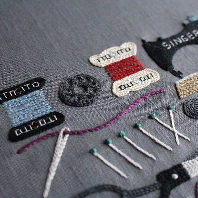 * 難関ポイント * 泣きました * * #embroidery #yumikohiguchi #樋口愉美子 #樋口愉美子の季節のステッチ #裁縫道具 #ラベルは辛いよ#黒糸は見えません