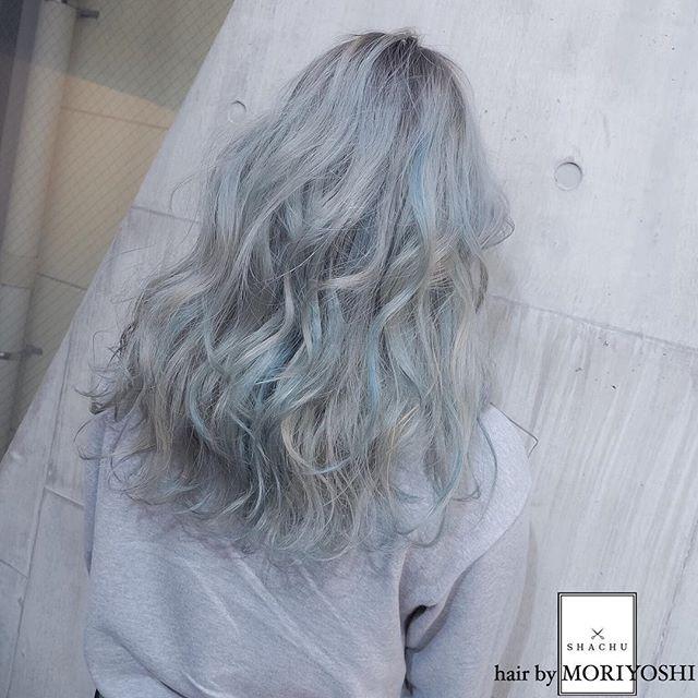 グラデーションカラー✖️ホワイトヴェール✖️ハイライトブルー⭐️⭐️⭐️ 担当 MORIYOSHI MORIYOSHIヘア、ヘアカラー集、スタイリング動画などはこちらから→ @moriyoshi0118 #shachu#hair#color#ヘア#ヘアカラー#グラデーションカラー#ホワイトヴェール#ハイライト#カラーバター#ブルー