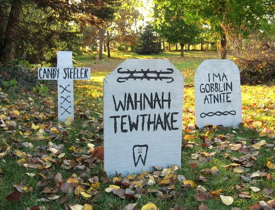 weekend project easy funny halloween tombstones by erin lang norris