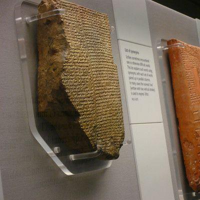 Кто был основателем известной библиотеки в Ниневии? Ашшурбанипал.