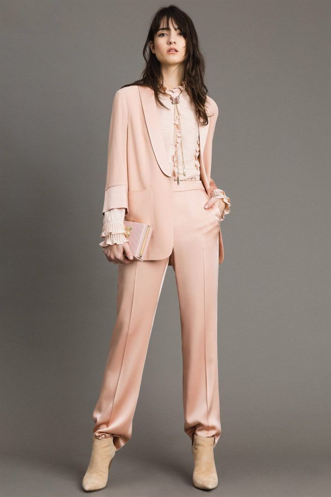 55c7f4757a48 Tailleur pantalone in cady rosa di Twinset