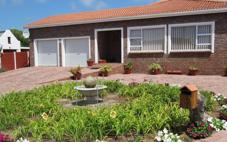 Muller's Place - Muller's Place is a two-bedroom apartment sleeping up to four people and is fully-equipped for a comfortable self-catering holiday.The unit comprises one double room, one twin room, a full bathroom with ... #weekendgetaways #stilbaai #gardenroute #southafrica