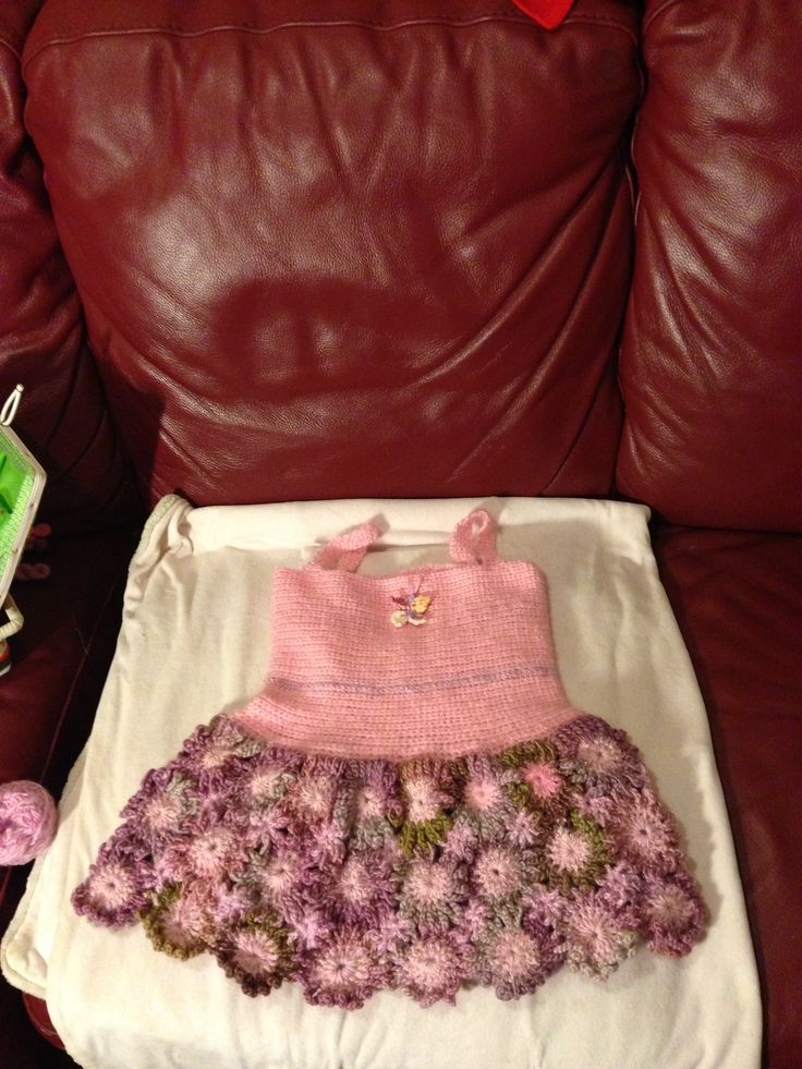 Crochet dress for a little girl who likes flowers. Free pattern http://meladorascreations-com.webs.com