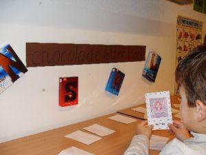 Schrijfhoek: bij de juiste chocoladeletter sorteren