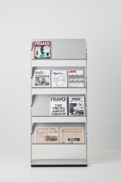 Flexxible Large - Accessoires | Ceka Office Group kantoorinrichting.  Flexxible large is te gebruiken als boekenplank, opbergsysteem of brochurehouder, of een combinatie hiervan. De panelen zijn instelbaar. Een perfecte afwerking gecombineerd met fraaie details zorgen voor een hoogwaardige uitstraling. Het onderstel is voorzien van kleine wieltjes die onzichtbaar zijn weggewerkt. Tijdloos en representatief. In elke omgeving.  Kijk op www.ceka-office-group.nl voor meer informatie.