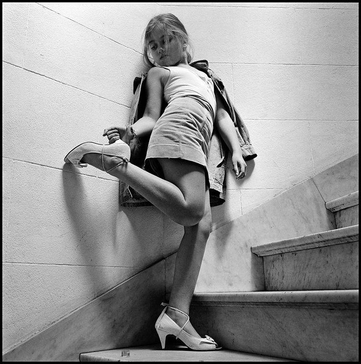 ALESSANDRA SANGUINETTI Anahi ü (From the series Sweet Expectations) 1994 © Alessandra Sanguinetti, courtesy Yossi Milo Gallery, New York http://www.loeildelaphotographie.com/2015/09/25/exhibition/29771/venice-sguardo-di-donna-from-diane-arbus-to-letizia-battaglia-at-casa-dei-trei-oci?utm_source=Liste+de+diffusion+EN&utm_campaign=ad7f7907cc-EN_2015_09_25&utm_medium=email&utm_term=0_ae1f055795-ad7f7907cc-178888921