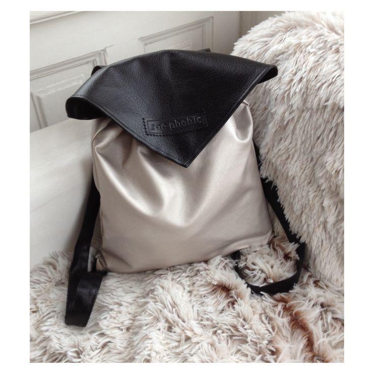 Faux leather backpack with inner pocket and magnetic closure. Size: 35x35 cm, straps: 72 cmMűbőr hátizsák belsőzsebbel, mágneses kapoccsal. Méret: 35x35 cm, pánthossz: 72 cm