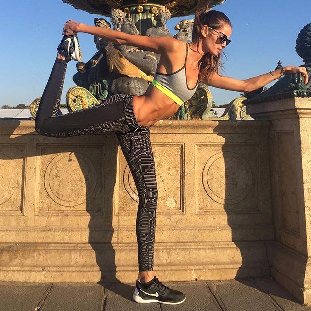 Bonjour Paris... #BodyByIza mode On!!  How's yours 2016 workout program going? What are your new goals? Let's workout everybody!! Bom dia Paris...No estilo #BodyByIza ! Como está a sua programão de treino para 2016? Quais são seus novos objetivos!? Vamos malhar galera!! #paris #morning #run #motivation #focus #dedication #healthy #lifestyle #corrida #matinal #motivação #foco #boramalhargalera #nike #nikewomen #whatareyourgoals