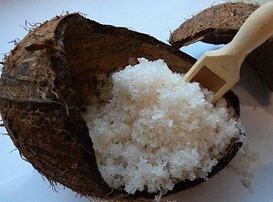 ❀ Cena: 85 CZK + 79 CZK doprava ❀ Kokosový peeling s mandlovými zrníčky a olejem - Tělové peelingy jsou výborným pomocníkem při regeneraci pokožky těla. Pomocí peelingu dokážete zbavit pleť odumřelých buněk a nečistot. Za pomoci olejům a aktivním látkám pleť důkladně ošetříte a… | vavavu