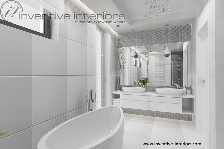 Projekt łazienki Inventive Interiors - jasna łazienka ze srebrną mozaiką i wanną wolnostojącą