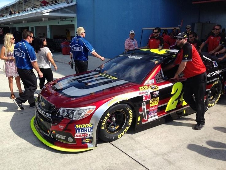 Jeff Gordon's Crew Chief takes full responsibility for late Pit Stop  - http://www.pitstoppost.com/jeff-gordon-crew-chief-takes-full-responsibility-for-late-pit-stop/
