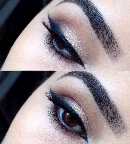 Machiaj pentru definirea ochilor cu tus negru si fard auriu. #linieperfectatusdeochi #fardauriuochi