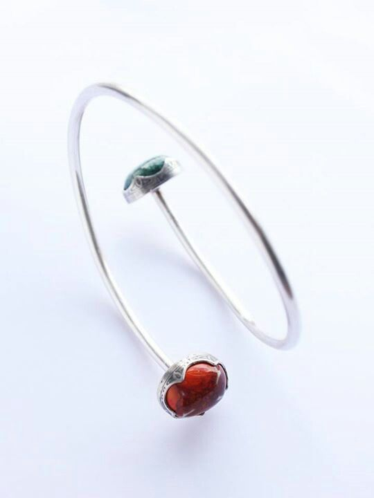 Orange-red and green bangle. Glazed porcelain gems, fancy bezel flat setting (street lamp detail), 100% recycled silver. Liv Thrane Jewellery. www.facebook.com/livthranejewellery & www.livthrane.com