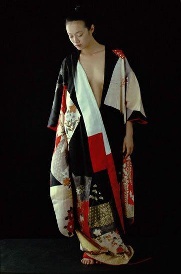 les 25 meilleures id es de la cat gorie kimono japonais sur pinterest kimono traditionnel. Black Bedroom Furniture Sets. Home Design Ideas