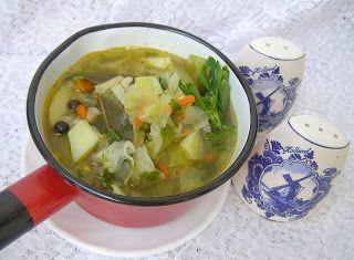 W Mojej Kuchni Lubię.. : na maśle kapuściana zupa...