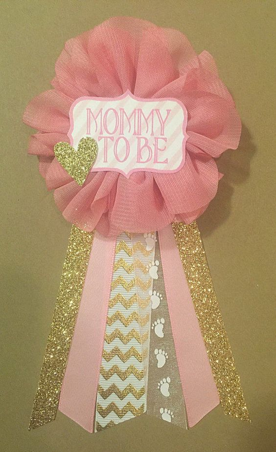 A DIY baby shower corsage for a girl #babyshowercorsage cutestbabyshowers.com