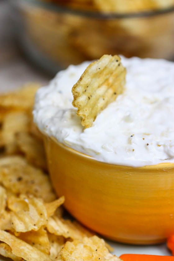 Lightened Up Sour Cream and Onion Dip from @EatLiveRun