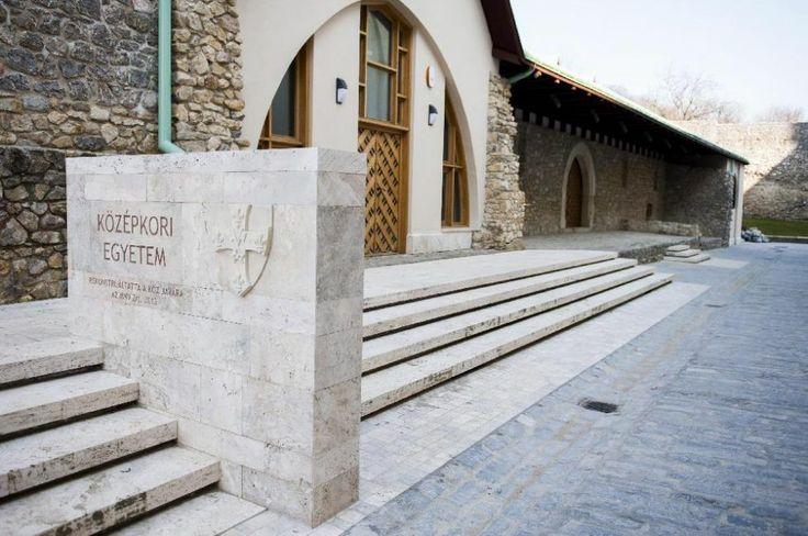 Átadták Magyarország legrégebbi egyetemét ... 1367-ben alapított pécsi egyetem felújítása befejeződött...