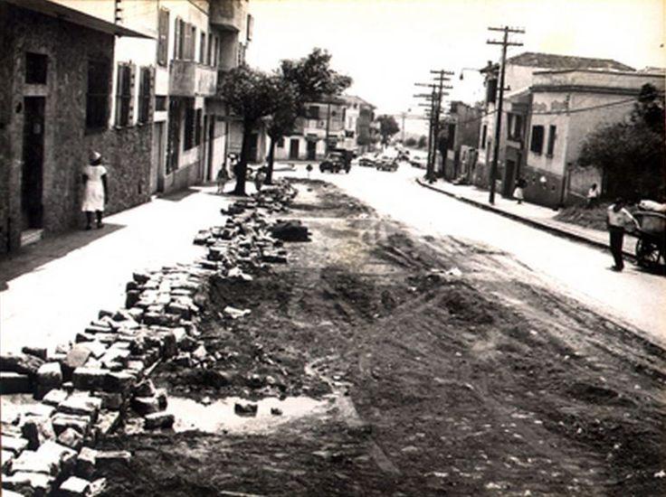 11-11-1958 - Avenida Lins de Vasconcelos. Obras de saneamento na esquina da rua Doutor Neto de Araújo, no bairro da Vila Mariana.