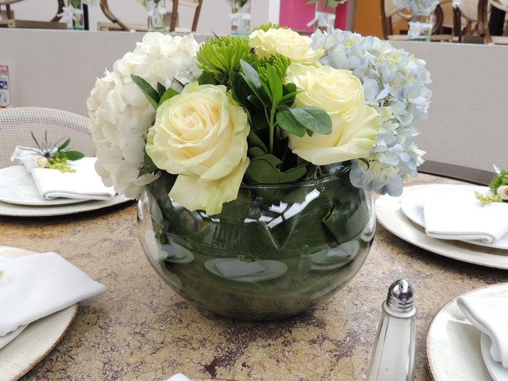 Centro de mesa para boda. Contáctanos para cotizar tu boda clientes@lapetala.com.  2159030 Bogotá.