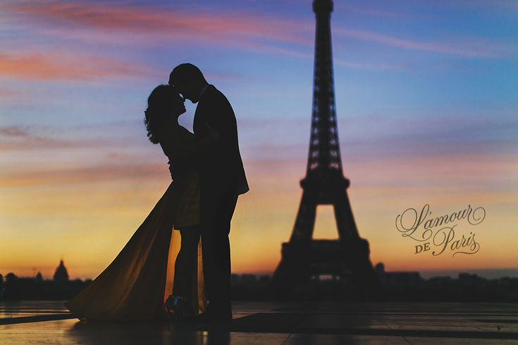 Drop dead gorgeous: Paris engagement photo session