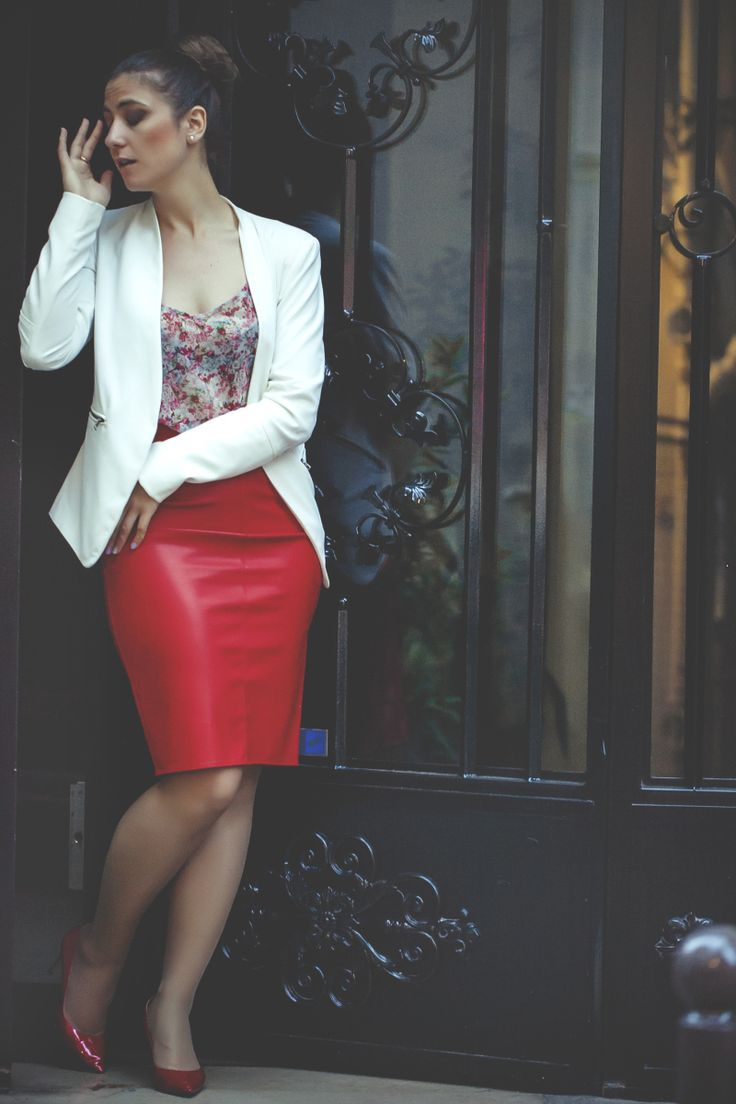 Sexy red leather skirt. Charming elegant outfit. Check my blog for more style ideas