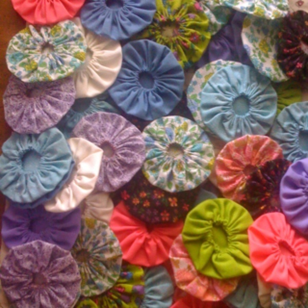 Fabric flowers found at a rummage sale today for $1!!! Just add buttons! creative-inspiration
