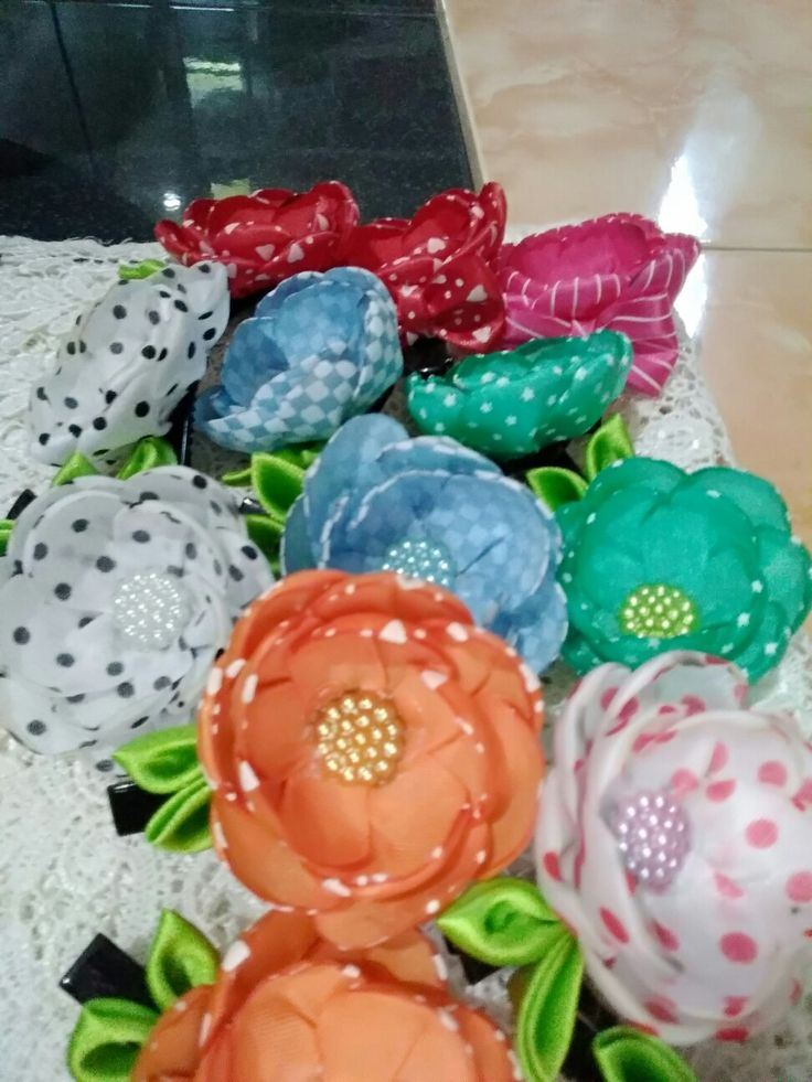 Hair clip with bowl flowers