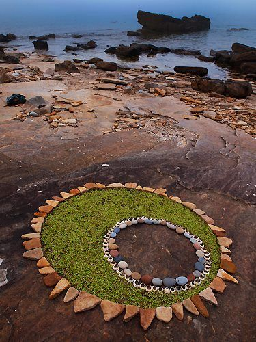 natural mandala ; nature art ; found art ; rocks ; stone