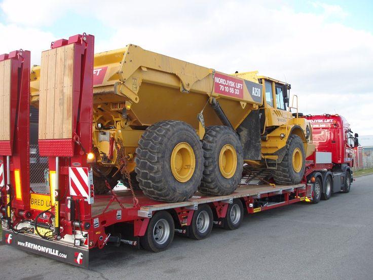 Der Semi-Tieflader MultiMAX von Faymonville mit einer hohen #Nutzlast ist perfekt für den #Transport von #Baumaschinen.