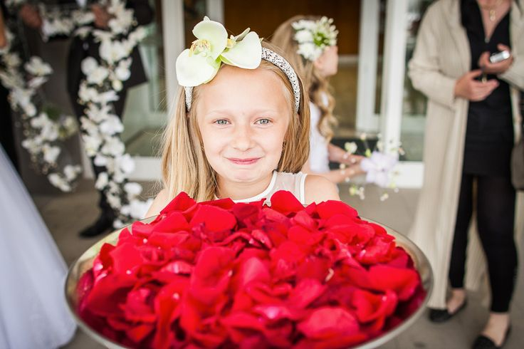 Svadobné dekorácie & Ako vyzdobiť svadbu?  Aranžmány sú dôležitou súčasťou celkového vzhľadu svadby. Zrejme žiadna sa nezaobíde bez kvetinovej výzdoby stolov. Aj tu záleží len na vašom výbere.