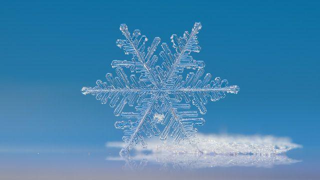 Snowflake ultra HD wallpaper: Cloud number 9