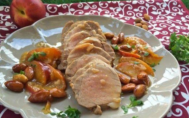Impariamo a usare le pesche con la carne: maiale, pesche, mandorle, prosecco e basilico. #ricette #food #estate #idee #foodie